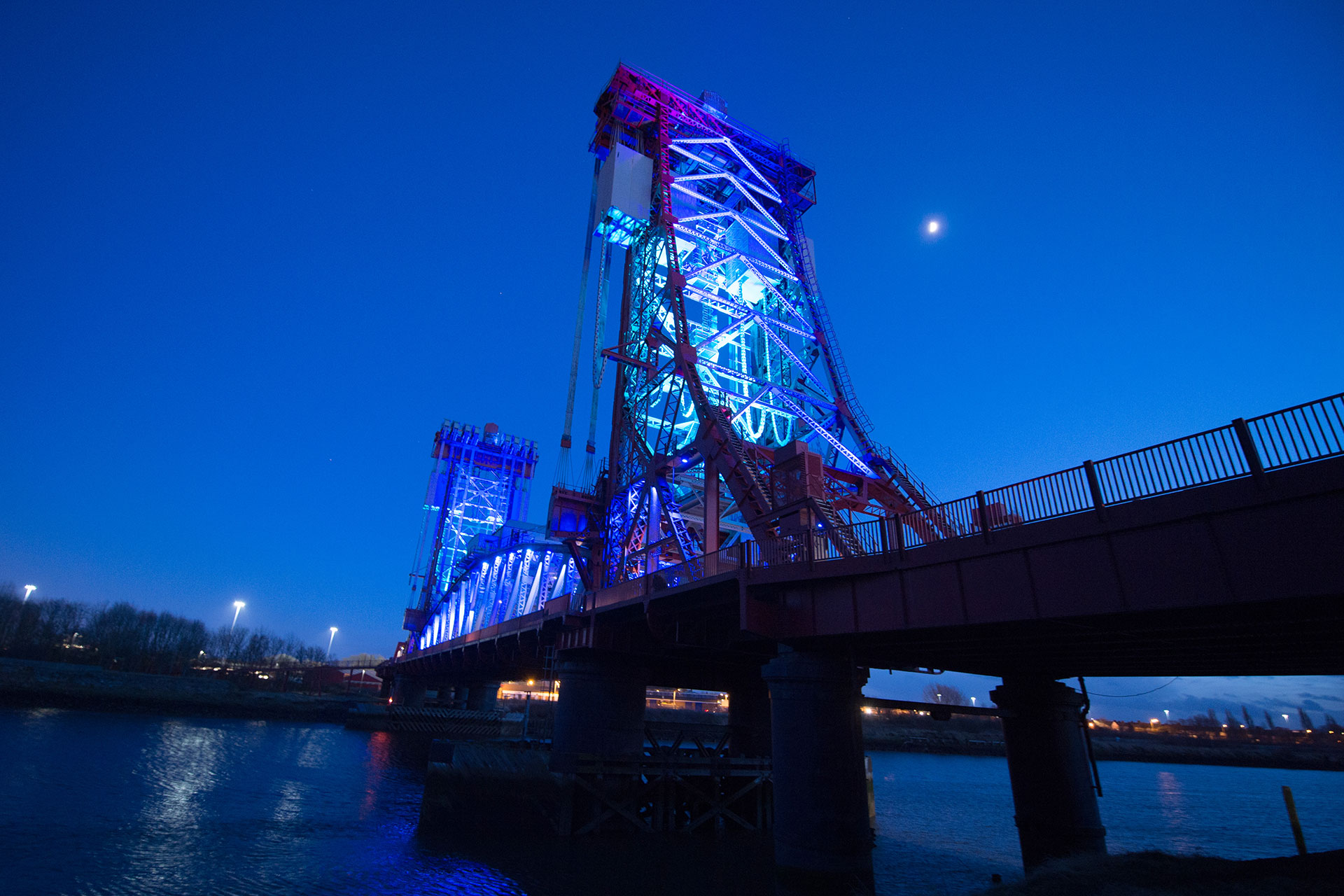 SCULP floodlights controlled by DMX provide a colourful lighting scheme for Tees Newport Bridge