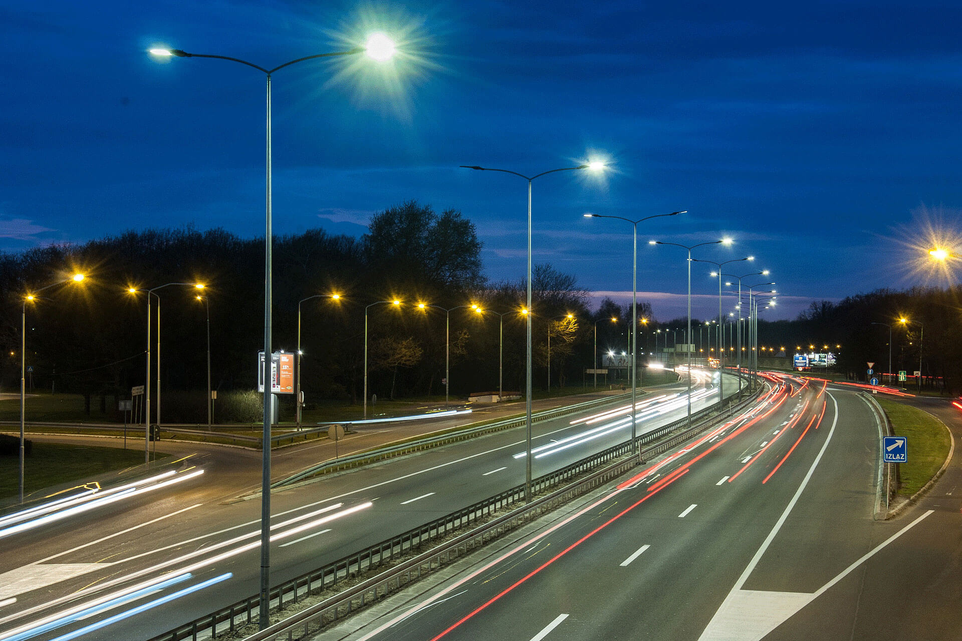 Ampera luminaires emit crisp white light ensuring excellent visibility and high visual comfort on E75