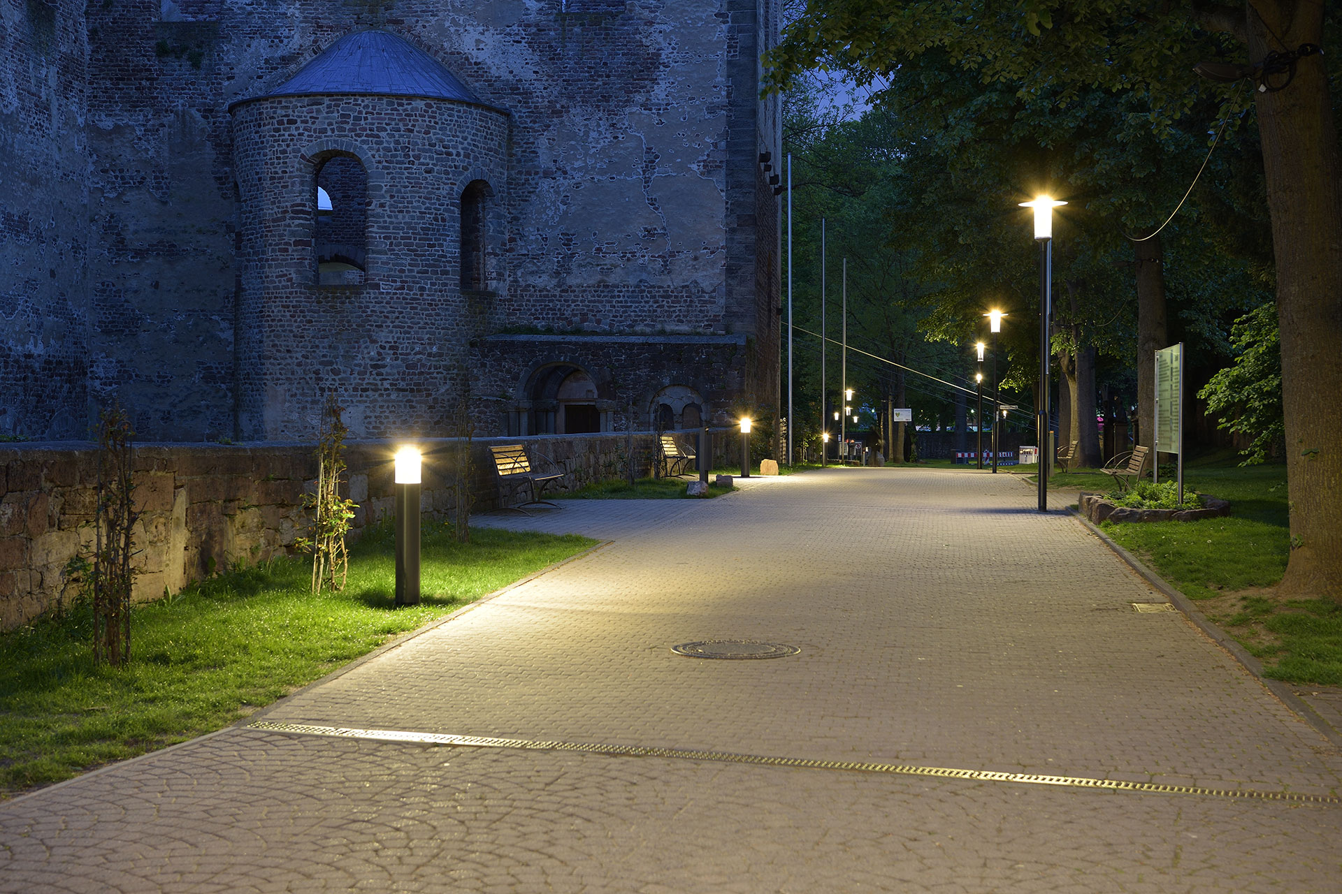 Zylindo creates a warm nocturnal ambiance for the ruins of Bad Hersfeld
