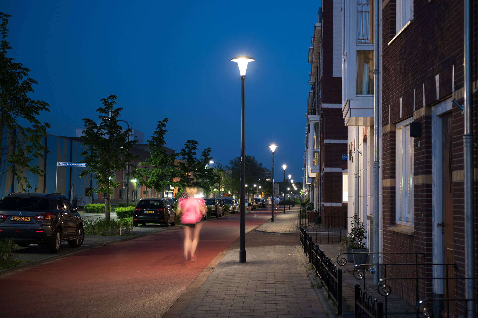 Pilzeo urban luminaire ensures visual comfort so people feel safe and at ease to go about their activities at night