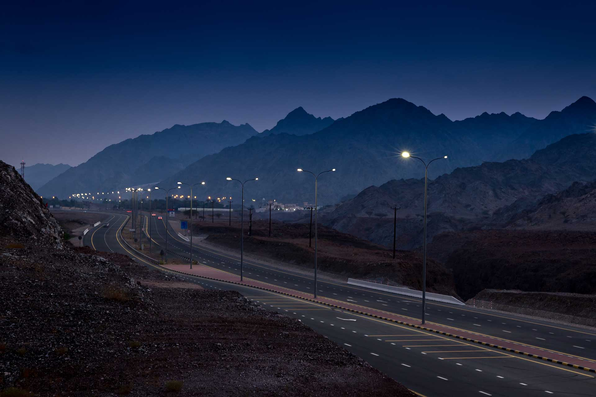 2,000 Teceo LED luminaires light Fakkan Ring Road, ensuring safety and comfort to improve mobility