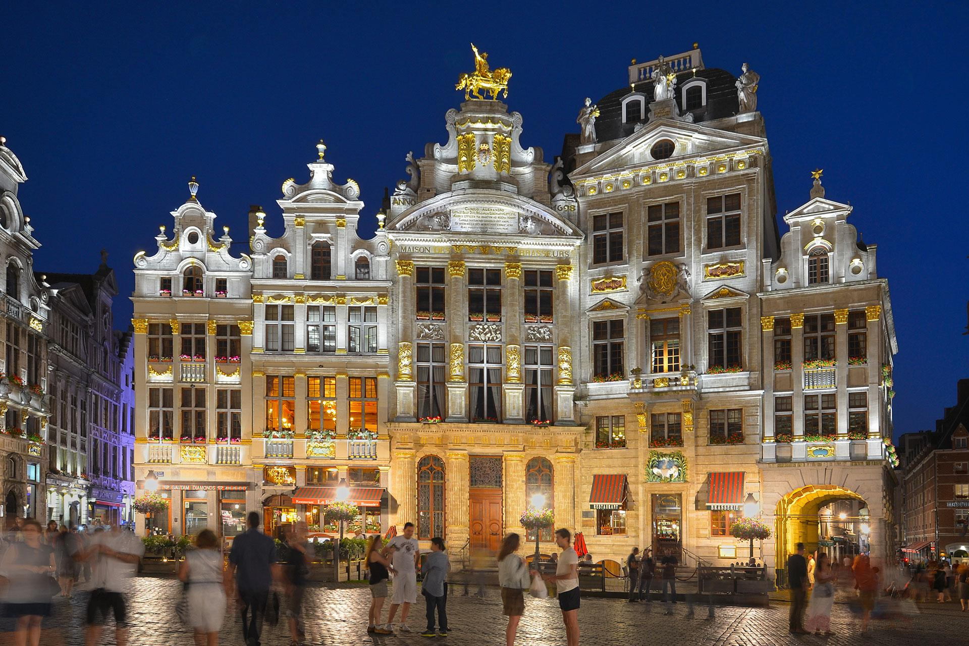 LED lighting scheme provides a gentle and precise white light to accentuate the architectural details of all the buildings on Grand Place, Brussels